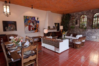Outdoor living room and dining room 4